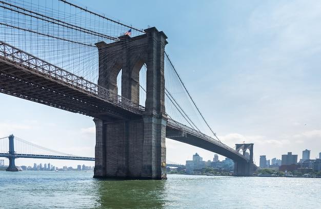 De brug van manhattan van brooklyn wordt gezien dat