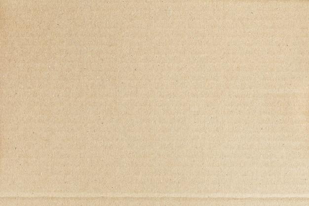 De bruine papieren doos is leeg