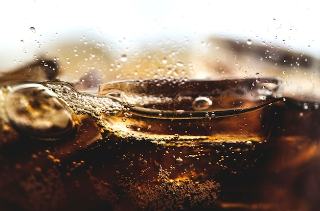 De bruisende cola drinkt macroschot