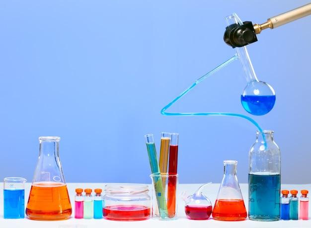De buizen in het laboratorium