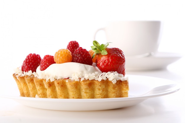 De cake van de dessertvruchtencake met koffie