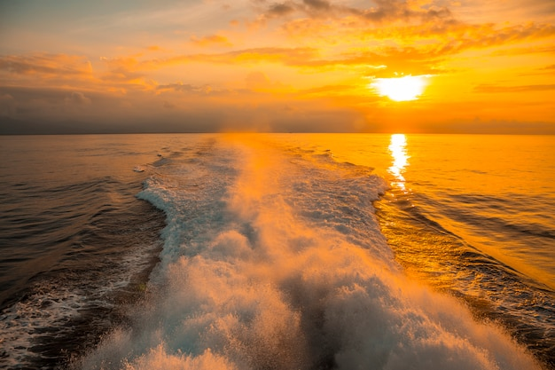De ceiba veerboot richting roatan island. honduras