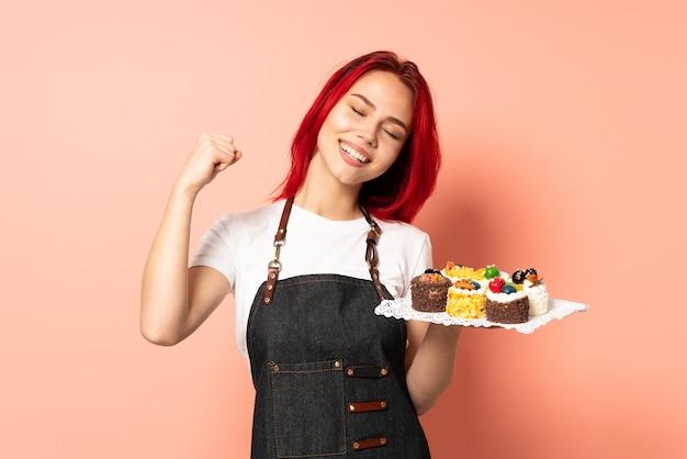 De chef-kok die van het gebakje muffins houdt
