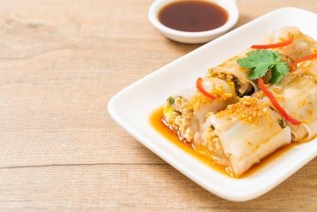 De chinese gestoomde broodjes van de rijstnoedel