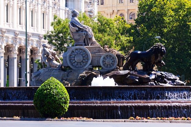 De cibeles-fontein op de plaza de cibeles