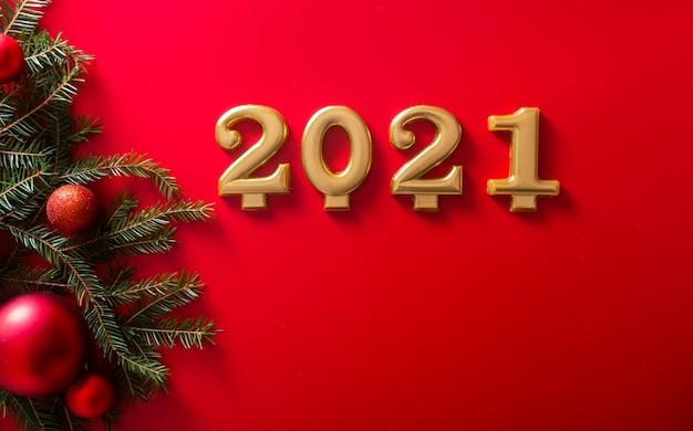 De cijfers en een kerstboomtak met rode speelbal