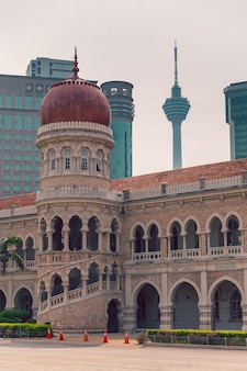 De close-upmening van sultan abdul samad building in kuala lumpur, maleisië