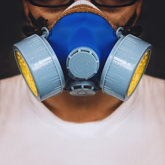 De close-upmensen die masker van de ademhalingsmasker dragen industriële patroonfilter anti-stof veiligheidchemische stof