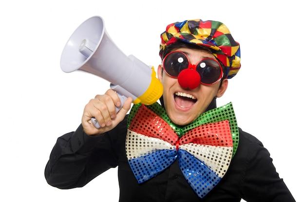 De clown met luidspreker op wit wordt geïsoleerd dat