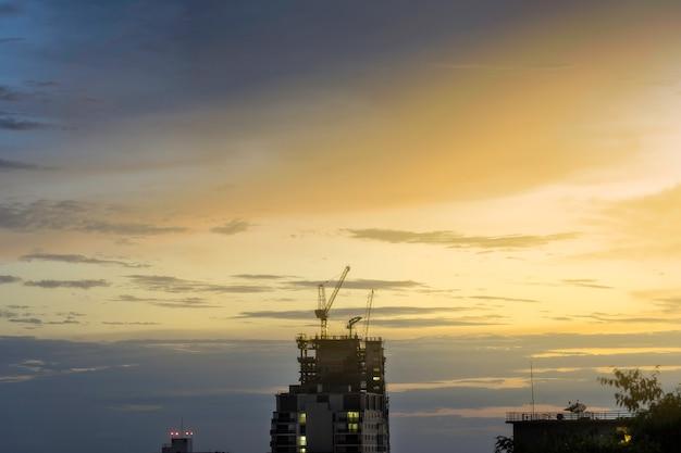 De constructie van de wolkenkrabber,