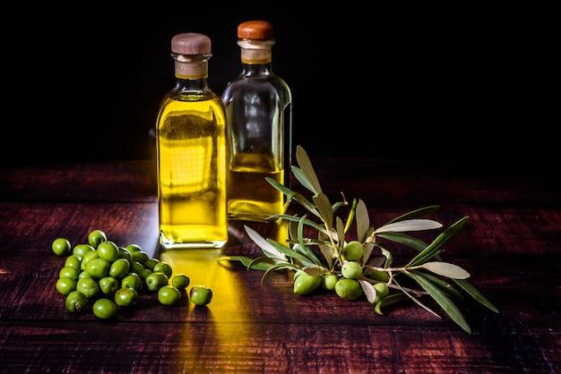 De consumptie van olijfolie in mediterrane landen zoals spanje, italië of griekenland verklaart een goede gezondheid, samen met een gevarieerd en natuurlijk dieet.