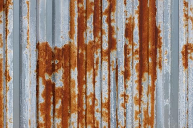 De corrosie van geroest verzinkt zink is de