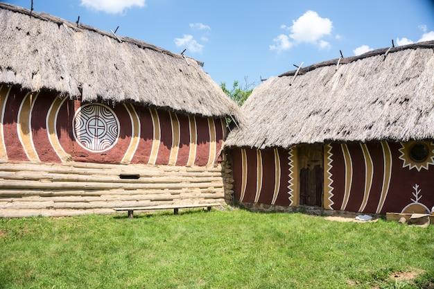 De cucuteni-trypillian-cultuur strekt zich uit van de karpaten tot de dnjestr- en dnjepr-regio's, gecentreerd op het moderne moldavië en beslaat aanzienlijke delen van west-oekraïne en roemenië.