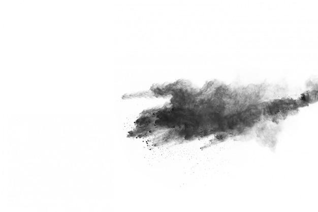De deeltjes houtskool op witte achtergrond, abstract poeder ploeteren op witte achtergrond