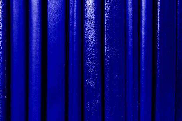 De donkerblauwe achtergrond van boekenstekels. onderwijs concept.
