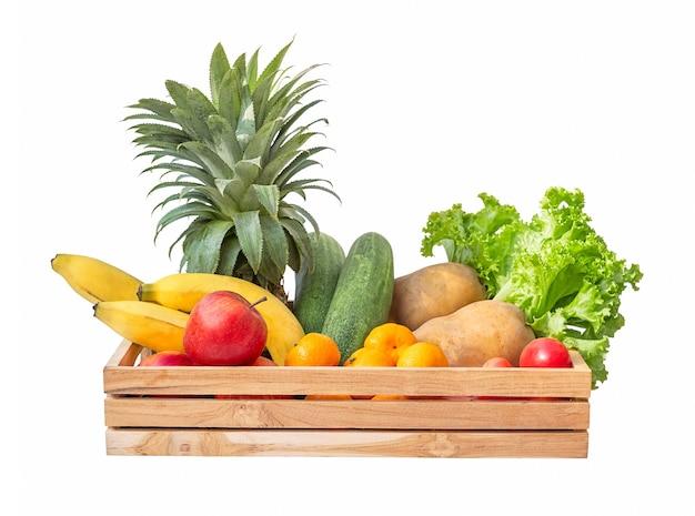 De doos van de voedsellevering van verse groenten en fruit die op witte achtergrond worden geïsoleerd