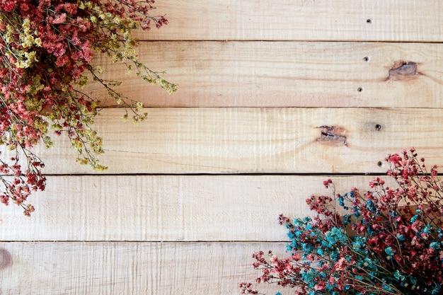 De droge kleurenlente op houten plattelander