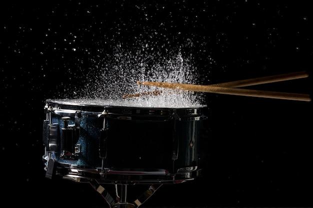 De drumsticks raken
