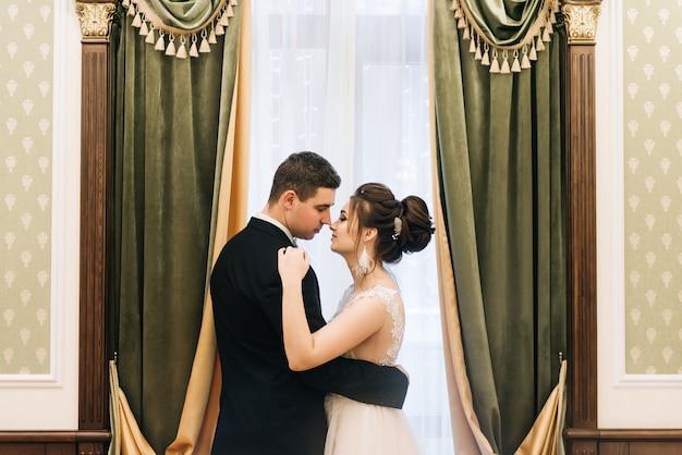 De eerste ontmoeting van de bruid en bruidegom