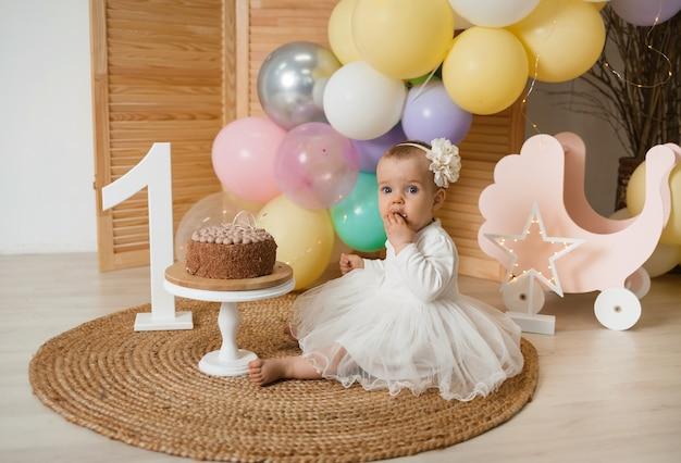 De eerste verjaardag van een klein meisje