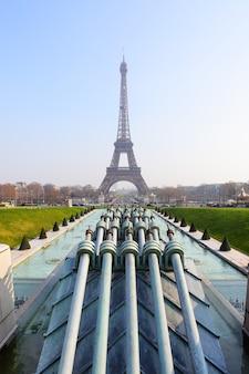 De eiffeltoren in parijs, frankrijk (uitzicht vanaf trocadero)