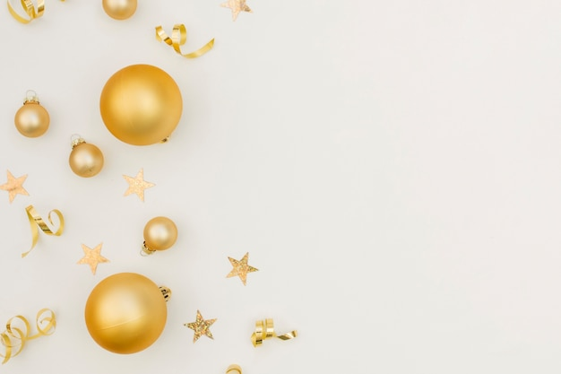 De feestelijke decoratie van de nieuwjaarpartij met exemplaarruimte