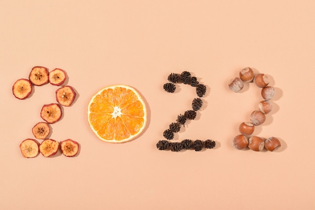 De figuren zijn gemaakt van milieuvriendelijke materialen. gezonde voeding kalender. nieuwjaar.