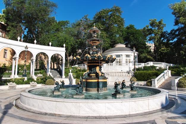 De fontein in baku stad, azerbeidzjan