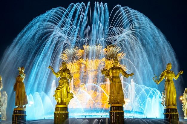 De friendship of nations-fontein bij vdnkh in moskou