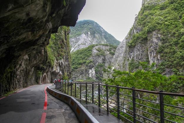 De gangmanier en de mening van landschap van het taroko het nationale park in hualien, taiwan.