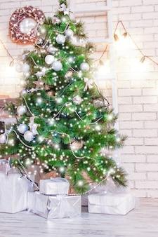 De gelukkige achtergrond van het kerstmishuis