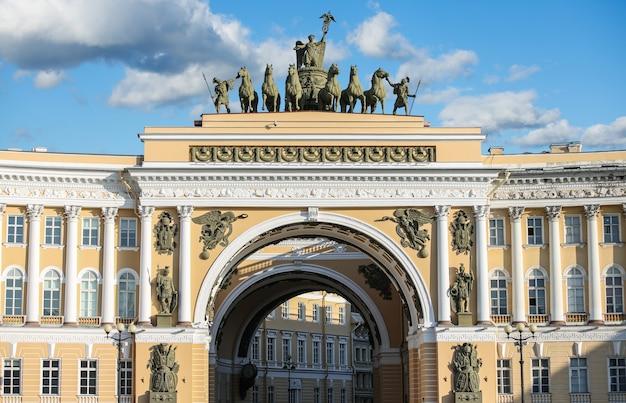 De generale stafboog in sint-petersburg, rusland