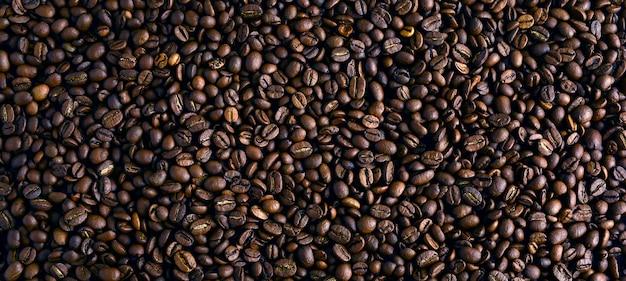 De geroosterde koffiebonen, kunnen als achtergrond worden gebruikt