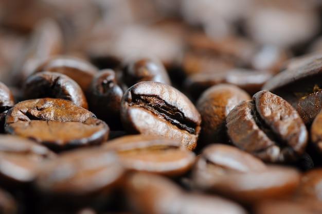 De geroosterde macro van koffiebonen