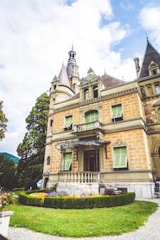 De geschiedenis van het het kasteel nationale museum van hunegg in zwitserland