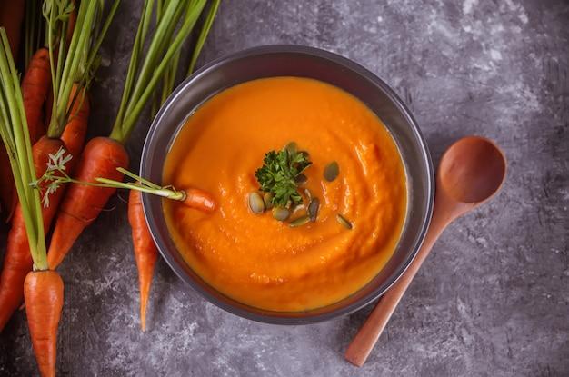 De gezonde het eten soep van de wortelroom