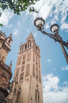 De giralda-toren in sevilla, andalusia