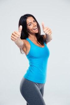 De glimlachende vrouw die duim toont ondertekent omhoog