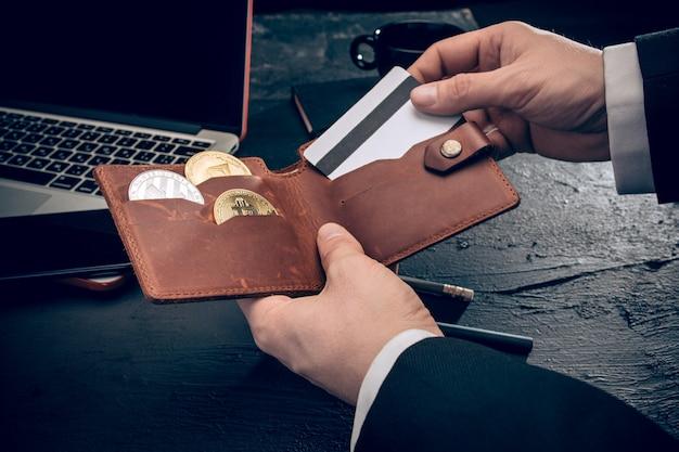 De gouden bitcoin in posthanden