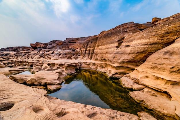 De grand canyon van thailand grenst aan de grens van laos