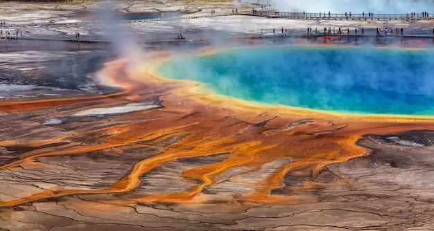 De grand prismatic spring in het yellowstone national park