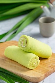 De groene cake van het pandanbroodje klaar om te eten