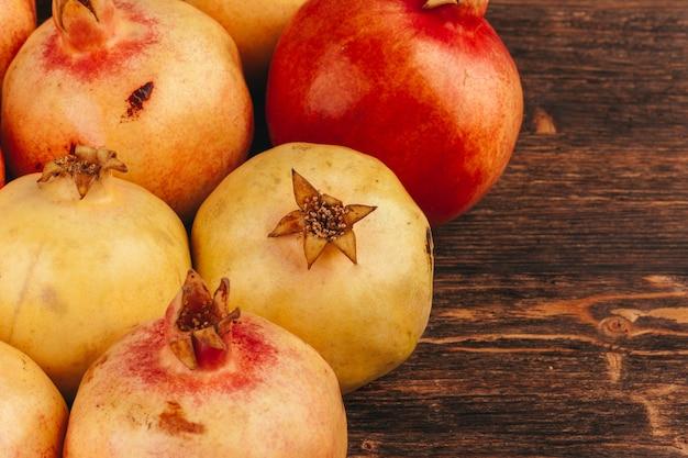 De groep van granaatappelvruchten sluit omhoog achtergrond
