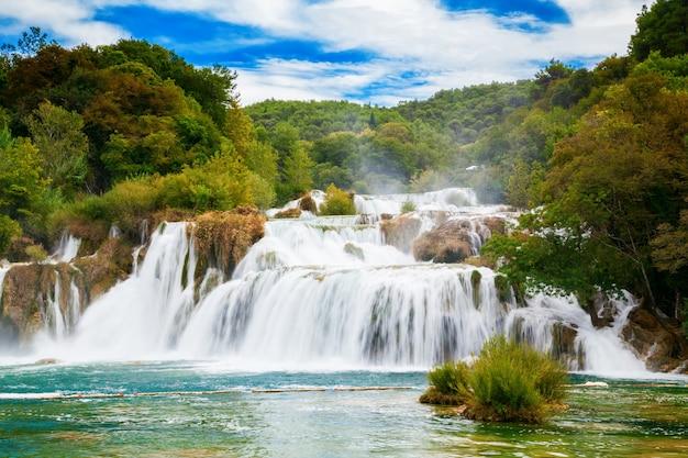 De grootste waterval in nationaal park krka - skradinski buk, kroatië