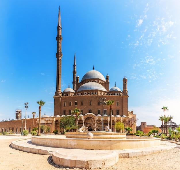 De grote moskee van muhammad ali pasha of albasten moskee in caïro.