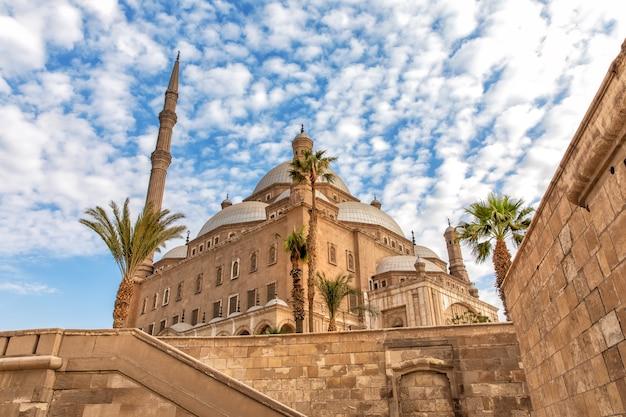 De grote moskee van muhammad ali pasha, uitzicht vanaf de muur van de citadel, caïro, egypte.