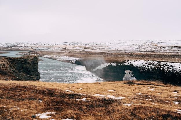 De grote waterval gullfoss in het zuiden van ijsland op de gouden ring