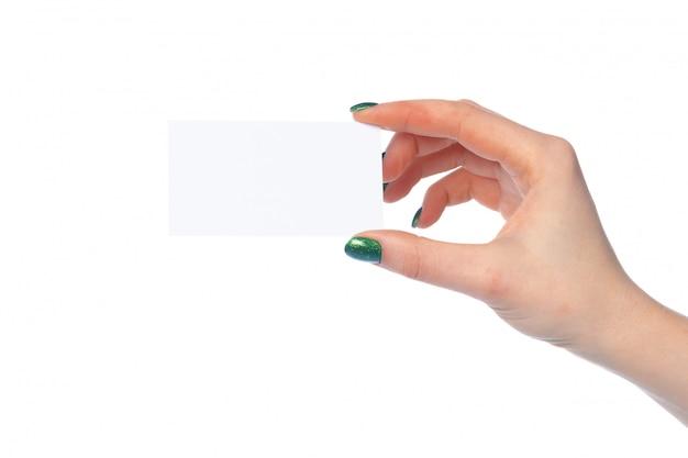 De hand die van de vrouw witboekbanner toont die op wit wordt geïsoleerd