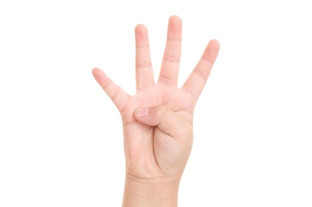 De hand van de jongen getoond vier vingersymbool op geïsoleerde witte achtergrond voor grafisch ontwerper.