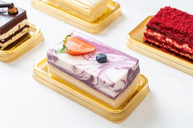 De heerlijke cake van de bosbessenyoghurt op lijst